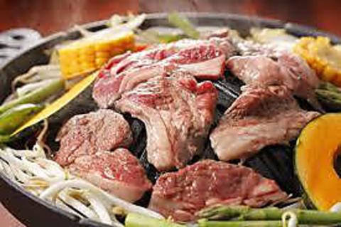 名物ジンギスカンをはじめ、生ラムを中心とした滋養肉を鉄器焼きから滋養鍋でどうぞ。