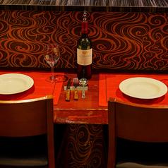 カップルやお一人様に◎カウンター席。カウンター席での食事は、二人の距離を縮めてくれます。