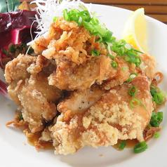 料理メニュー写真若鶏の唐揚げ~サンバル又は油淋鶏ソース~