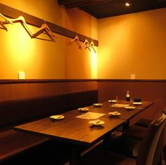 テーブル席の扉付き完全個室はお勤め先での宴会・飲み会等にもオススメです◎周りを気にせずお酒を楽しめるのでお話しにも華が咲きます!飲み放題付のお得なプランも様々なニーズに合わせてご提供いたします!