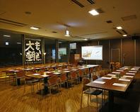 広々空間で会議や報告会後の懇親会も同一会場で出来ます