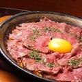料理メニュー写真<トマト&サフランのベーシックソース>ローストビーフのパエリア