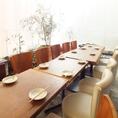 テラス席◆4Fフロアの大きな窓の向こうには開放的なテラス席のご用意ございます。街の景色を眺めながら、美酒と絶品料理をお楽しみいただけます★宴会コースは旬の野菜をふんだんに使用し、さり気なく体を気づかったお料理内容でのご提供!女子会や合コン、デートにオススメです。
