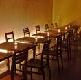 店内入って左側のテーブル席。2名テーブル