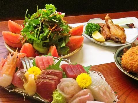 毎日沼津魚市場で地魚を仕入れた新鮮な刺身と焼酎や日本中の地酒が人気の店。