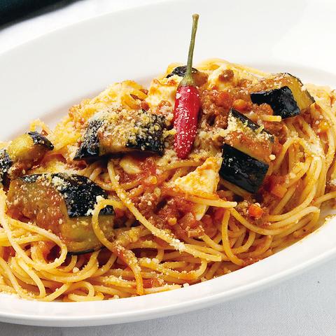イタリアの港町にありそう!そんな雰囲気でお食事をお楽しみいただけます。