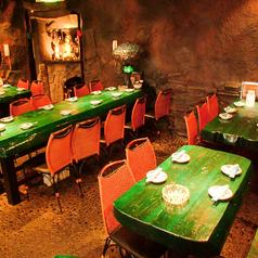 洞窟ダイニングのロングテーブル♪ダイニングスペースは個室タイプで貸切最大40名様までOK★
