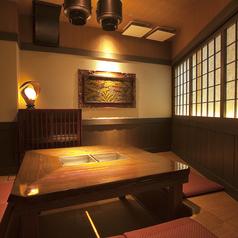 窓際の特別個室!囲炉裏風の空間が落ち着くお部屋です。