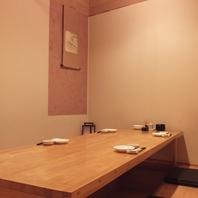 個室は2名様からご用意。最大18名様まで収容可能です。