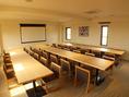 阿蘇の間 (洋室/テーブル、椅子)レンタルスペース。会議やセミナーはもちろん、貸切パーティなどにもご利用いただけます。