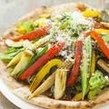 料理メニュー写真名物!焼き野菜のMIXピザ