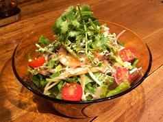料理メニュー写真あったか木の子の野菜サラダ