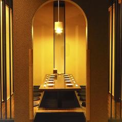 周囲を気にせずご利用できる個室となります。和を基調とした上質な空間で自慢の料理をご堪能下さい。