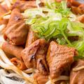 料理メニュー写真豚ホルモンの鉄板焼き