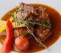 料理メニュー写真牛バラ肉のカルボナード(黒ビール煮)