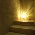 間接照明が幻想的な空間を演出。