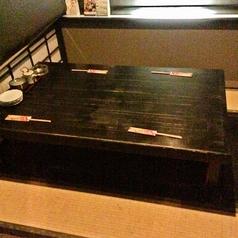 1階席の掘りごたつです。写真では4名様席になっていますが、仕切りを外すと12名様までご案内が可能です。
