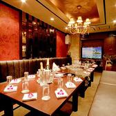 リゾートがコンセプトのカラオケ付き完全個室。バリ絵画が癒しの雰囲気を演出します。~15名様
