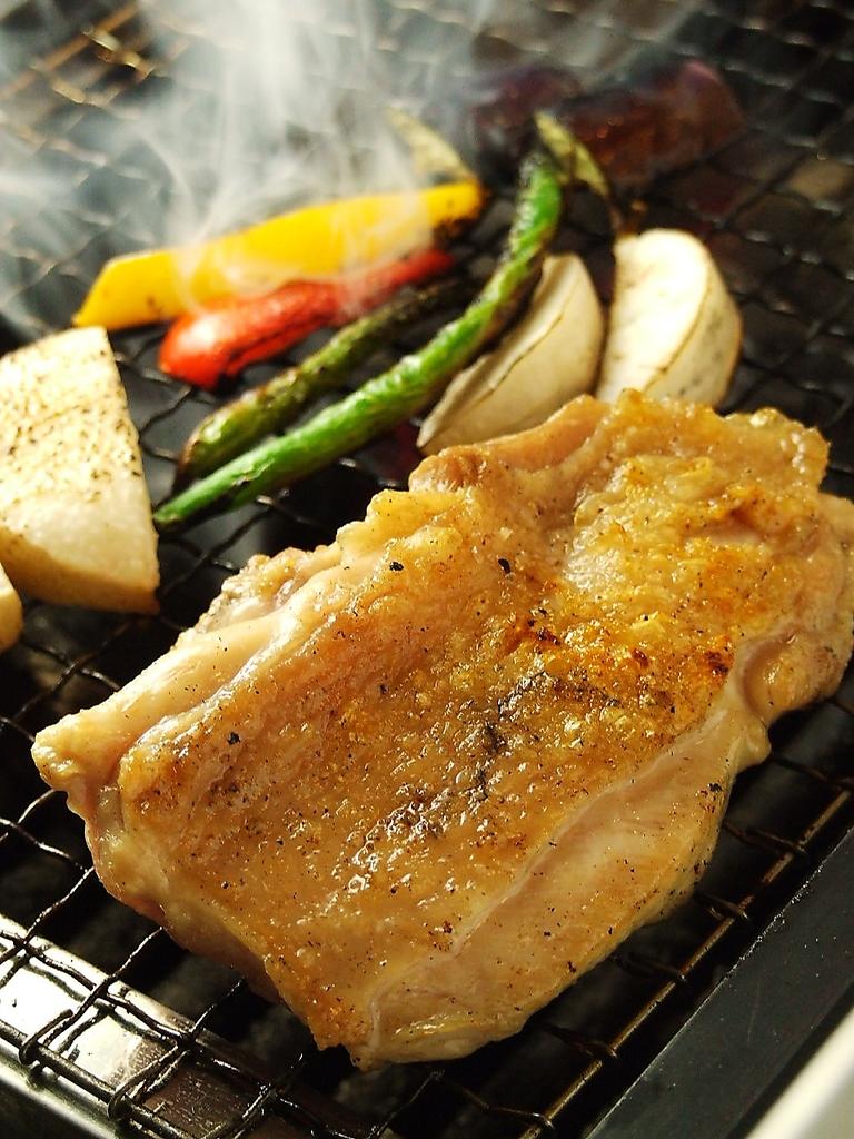 【BRACERIA炭焼き】厳選された食材(はまぐり・あべ鶏・三元豚・マグロのカマ)を炭焼きでご堪能あれ