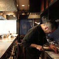 熟練の料理人が腕を振るいます。