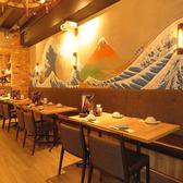 明るい雰囲気の店内 でお食事とお酒をお楽しみください!