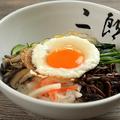 料理メニュー写真二郎ビビンバ