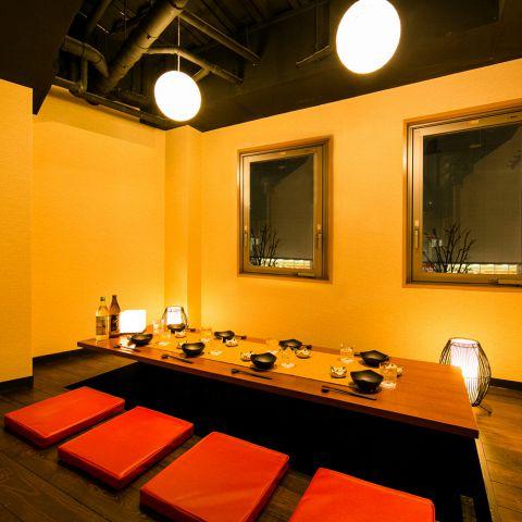 和の情緒溢れる掘り炬燵個室をご用意しております。足を伸ばして広々ご利用頂けますので、ご接待やご宴会にも最適です。ご人数お気軽にお電話にてご相談下さい♪