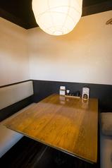 4名様までお座り頂ける個室は全4卓。ゆっくりくつろげます。