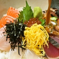 ボリュームたっぷりの海鮮丼は、男性のお客様に根強い人気を誇っています。宴会の〆や、お食事で訪れた際に是非ご注文ください!
