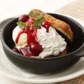 料理メニュー写真サクッとデニッシュパン~バニラアイスとベリーソース~