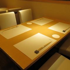テーブル席は全3席。4名席が2卓、6名席が1卓