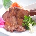 料理メニュー写真厚切り牛タン焼き 辛味噌を添えて/厚切り牛タン葱塩焼き