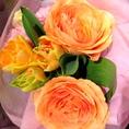 特別な日に特別な演出…お花でのサプライズはいかがですか?ブライダルも担当しているスタッフによる花束をご用意致します。おひとつ2000円(税抜)~◎その他、演出やサプライズのお手伝いもさせていただきますので、お気軽にご相談ください♪