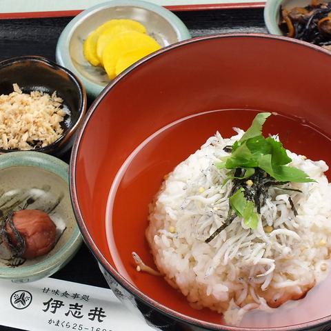 地元民から観光客、お子様から大人まで、みんなが集まるお食事処「伊志井」。