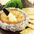 料理メニュー写真まるごとカマンベールチーズ燻製