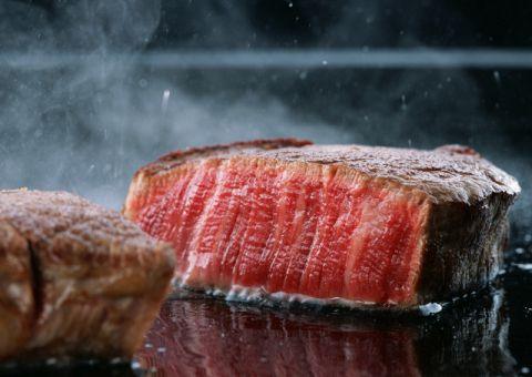 ステーキハウスの最高級牛肉をラグジュアリー空間で堪能