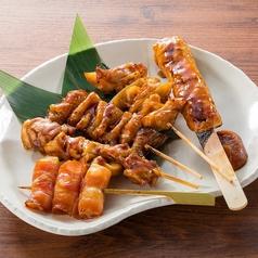 料理メニュー写真■串焼き5種盛り(塩・タレ)