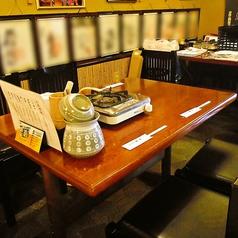 テーブル4名席×2卓