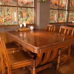 4名様までのテーブル席。