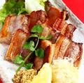 料理メニュー写真ドルチェポルコの豚バラ肉のベーコン