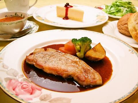 季節の食材や新鮮な魚介類を使用!手間暇かけて作る、シェフこだわりの欧風料理の店。