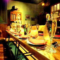 窓側夜景の見えるお席でのパーティーは普段のご宴会や飲み会とは違い、非日常空間で楽しめるラヴァーズロックでも特別なパーティー利用となるはずです。【個室 町田 飲み放題 誕生日】