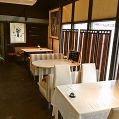 【4名様のテーブル席】テーブル席も新しくリニューアル♪落ち着いた雰囲気でランチをお楽しみください★