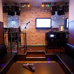 ■ステージルーム■「私だけのステージ」一段と輝かせるライトアップとマイクスタンドで、歌う貴方をドレスアップ。