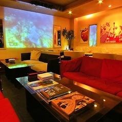 2名~30名まで可能なソファー席☆室内にはプロジェクターやマイク、音響設備も完備しております。貸切のご相談はお気軽にお問合せ下さい。
