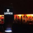 カウンターで光を放つドラフトギネスのサーバー。1759年にアイルランドで誕生したビールブランド。クリーミィな泡となめらかなのどごしが特徴のビール。世界中で愛されているビールです。数少ない取扱店です。