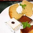 手作りデザートも人気♪おみやげに各種ケーキ・プリンをテイクアウトできます。
