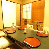 最大6名様まで可能のお席です。各部屋床の間付きで純和風の雰囲気をご堪能頂けます。