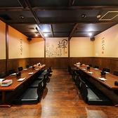4名様テーブルが2卓と6名様テーブルが2卓あり、繋げると最大35名様までの大人数様もご利用可能です。企業様のご宴会、飲み会、歓迎会、業者会などにもお薦めです。お客様によってお席をおつくり致します!下見だけでも大丈夫ですので、ご連絡お待ちしております。宴会コースもご用意してます。合わせてご利用下さい♪
