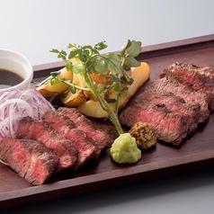 料理メニュー写真ハラミ肉&和牛の肉盛ステーキ